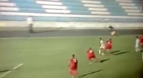 Решил не мешать: Черногорский вратарь пропустил курьезный гол
