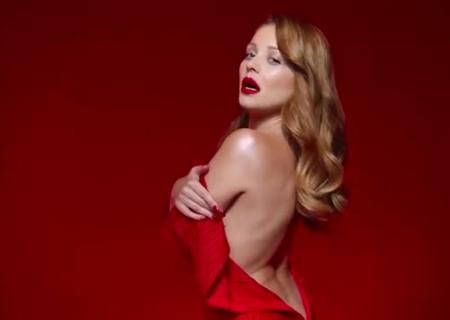 Тина Кароль вновом клипе восхитила фанов привлекательным образом вкрасном