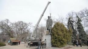 Как валили Ленина в городе Лубны