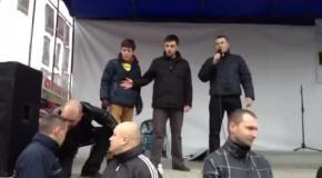 Волынский беркут стал на колени перед народом 23 февраля 2014