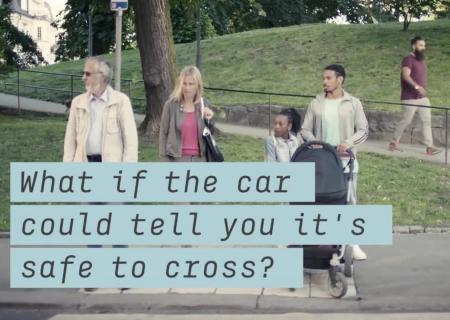 Шведы показали автомобиль савтопилотом, который улыбается напуганным пешеходам