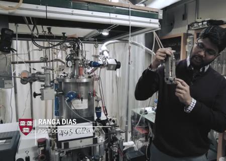 Гарвардские ученые при помощи алмазов создали железный водород