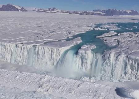 Реки и водопады в Антарктиде ученые показали последстви... 0:14