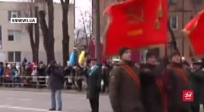 Скандал у Кривому Розі: бійці Нацгвардії пройшли містом на параді під радянськими прапорами