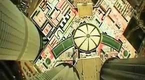 Неудачный прыжок с парашютом с многоэтажки