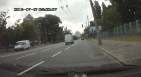 Киевлянин отучил водителя мусорить