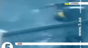 Беркут стреляет в активистов с автомата Калашникова 20 февраля