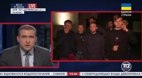 Журналисты, покрасившие забор Порошенко, зявили что их вызвали в военкомат