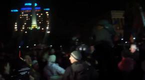Прорив сотні Парасюка на сцену Майдану