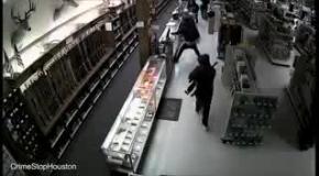 Гангстеры штурмуют оружейный магазин