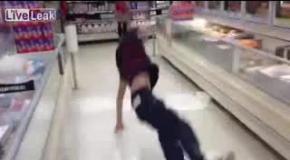 Падение в магазине