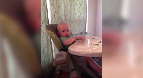 Малыш прячет еду в неожиданном месте