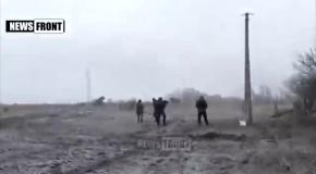 Боевики ногами бьют раненых солдат. Видео боя под Дебальцево 9.02.2015