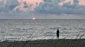 На небе только и разговоров,  что о море и о закате ...