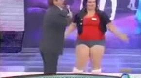 Толстушка на сцене