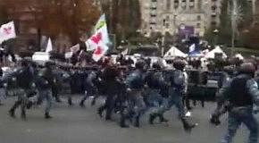 Беркут оттеснил сторонников Тимошенко с проезжей части Крещатика