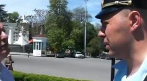 Российские полицейские не смогли разогнать митинг в Севастополе