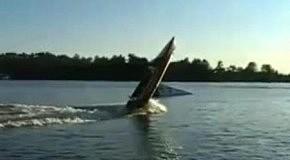 в дыбы на лодке