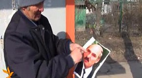 В Киргизии сожгли портрет Лукашенко.