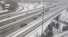 Чистка дорог от снега в Канаде
