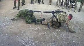 Противостояние канадского и американского солдатов