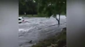 Машину унесло наводение