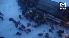 Из автобуса вытащили пострадавшего