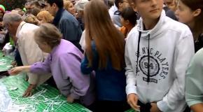 Битва за 20 тонн греческого салата в Москве