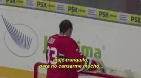 Петр Чех встал в хоккейные ворота в прощальном матче соотечественника