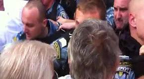 Драка сторонников Тимошенко и Беркута (часть 2)