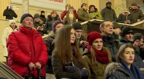 Бандуристы устроили флэшмоб на ж.д. вокзале в Киеве