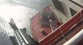 Лодку пиратов расстреляли с корабля