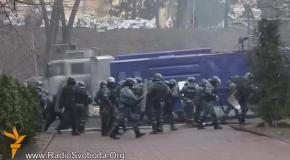 Бои на Институтской: Беркут отступает, СБУ убивает людей