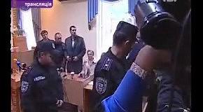 """Киреев ушел из зала под крики """"Ганьба"""". Тимошенко увели через милицейский коридор"""