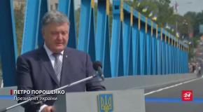 Порошенко у маршрутці протестував новий міст на Харківщині