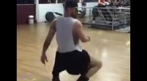 Настоящие мужики таки танцуют. Да еще как!
