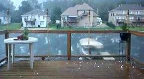 Адский ураган в сопровождении огромного града