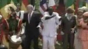 Буш танцует с неграми!!! :))