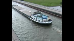Самый необычный судоходный мост в мире!