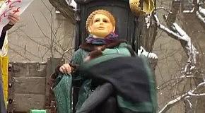Регионалы устроили спектакль про Тимошенко и Золотой газ у стен Качановской колонии