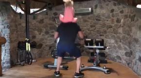 Видео, как Владимир Кличко тренируется со своей дочерью