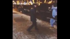 Рэпер Тимати в центре Москвы сплясал гопак под балалайку