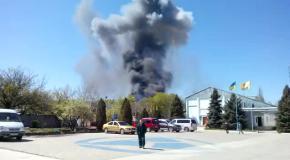 В аэропорту Краматорска пожар - горит вертолет