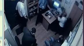Видео расстрела в караване: стрельба в комнате охраны