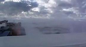 Корабль плывет в облаках
