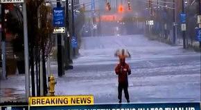 Троллинг журналиста во время репортажа об урагане Сэнди
