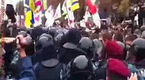 Потасовки возле Печерского суда Киева