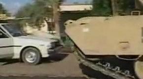 Американские танкисты раздавили мирное такси