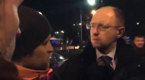 Самооборона остановила Яценюка и Тимошенко на выезде из аэропорта Киев