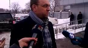 Власенко опроверг сообщение о проигрыше Тимошенко в суде Азарову
